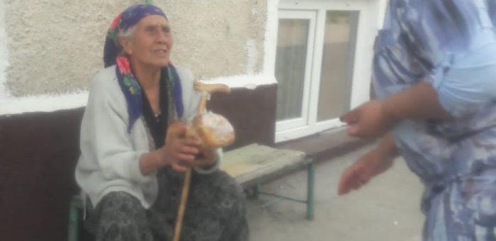 """Сдружение """"Хаячи"""" съвместно с Община Нови пазар, раздаде козунаци на хора в неравностойно положение."""